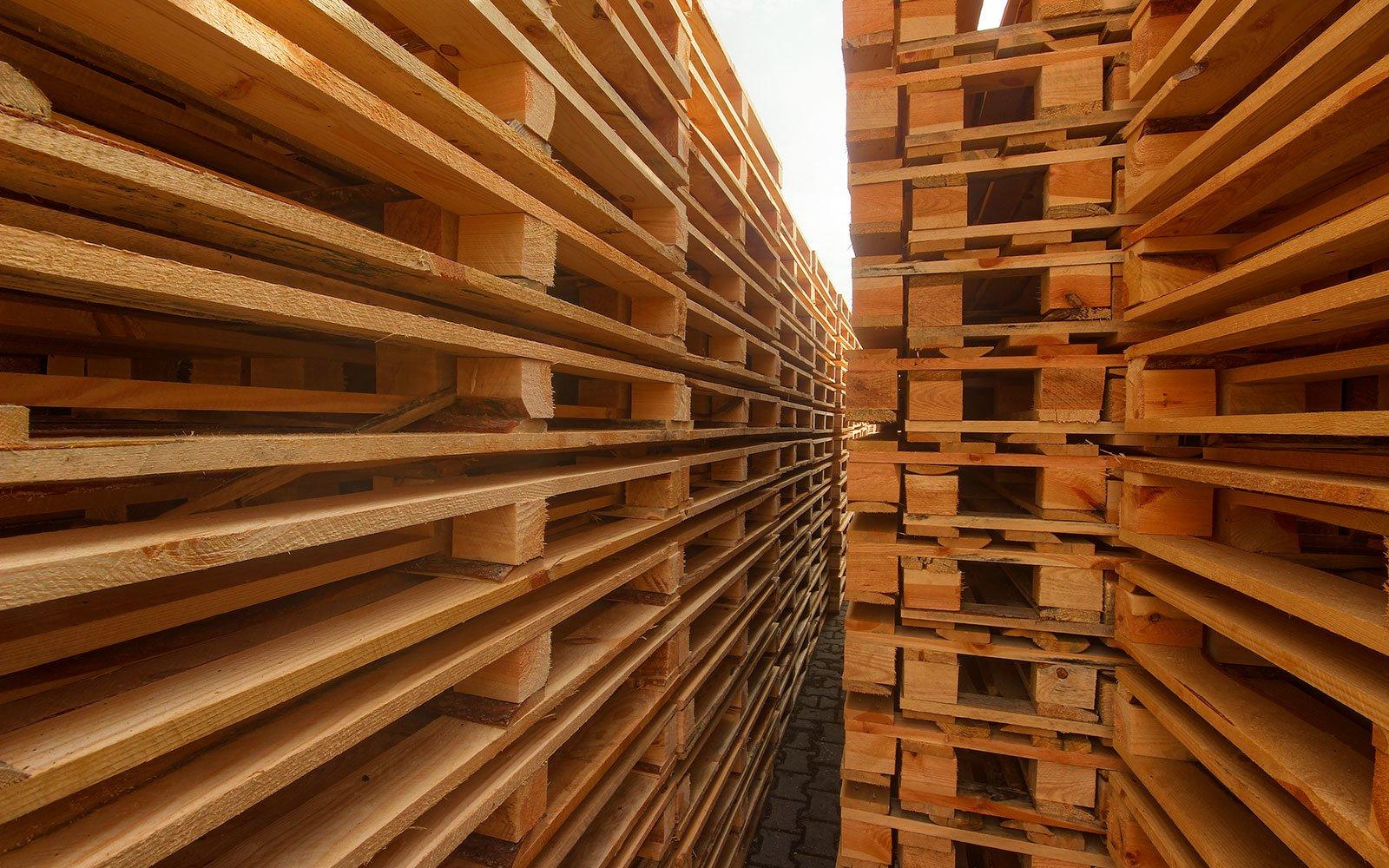 Gotowe do transportu palety przemysłowe produkowane przez Paletex Starkowo
